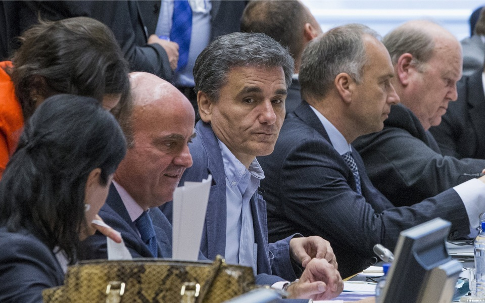 tsakalotos_eurogroup_table_web