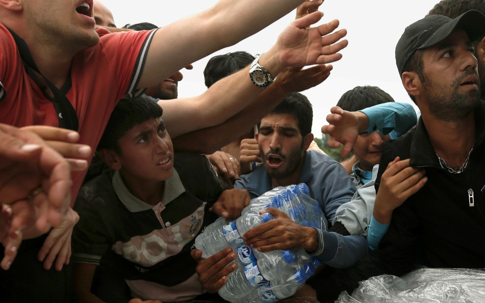 4_refugees_water