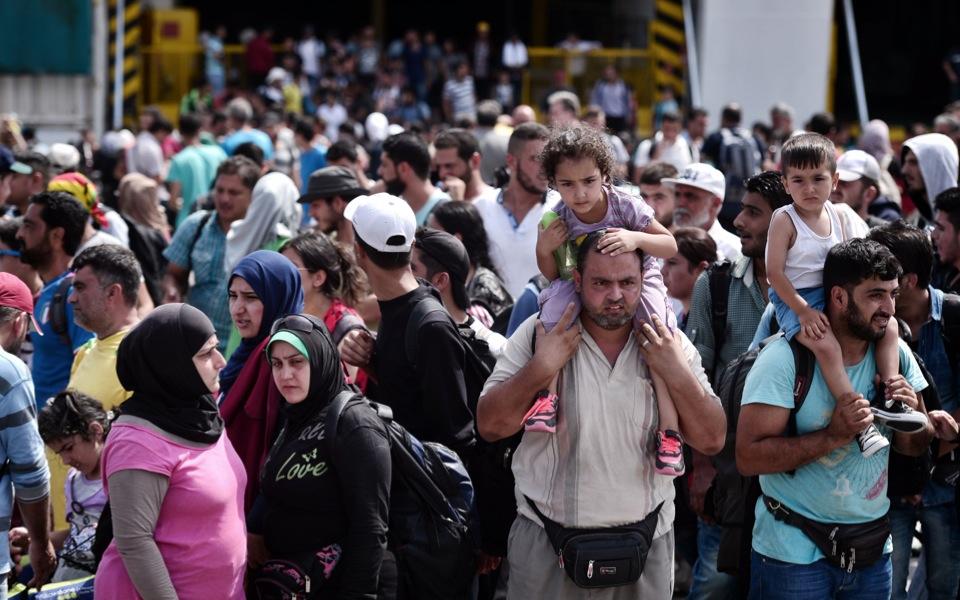 7_migrants_ferry