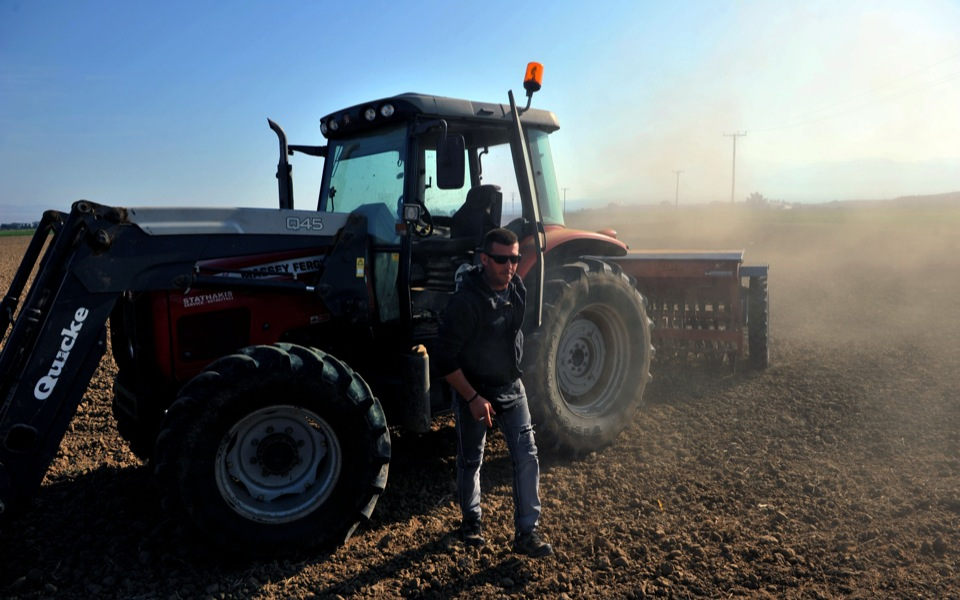 farmer_tractor2_web