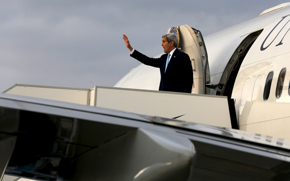 kerry_plane_web