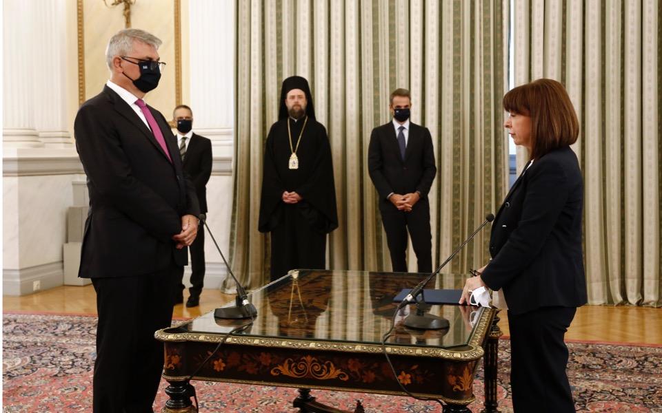 tsakloglou-swearing-in-cabinet