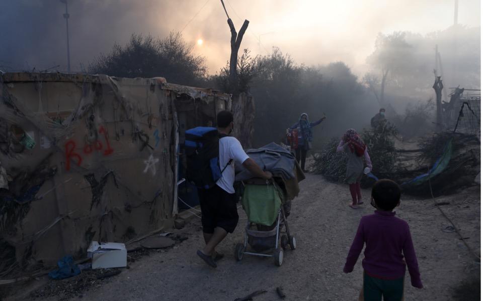 migrants-moria-camp-fire-2