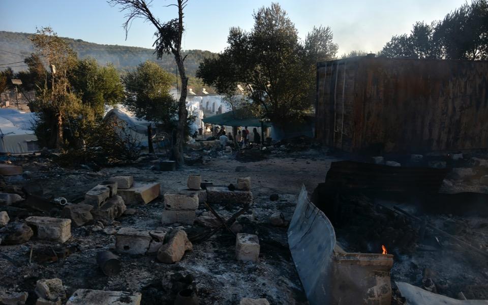 moria-migrant-camp-fire