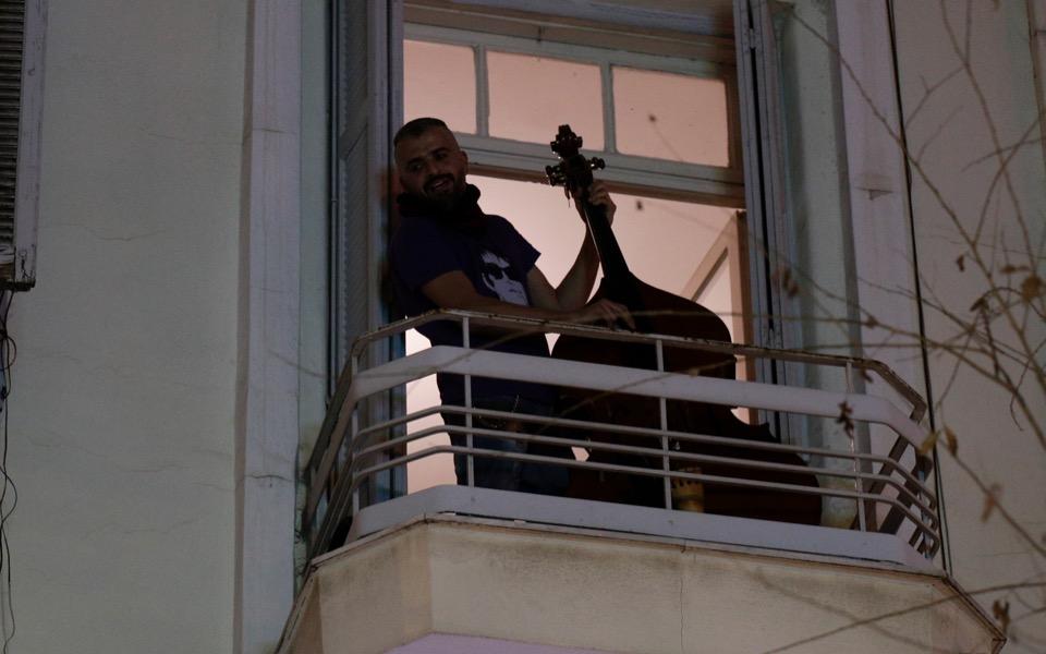 thessaloniki-musicians-balconies-2