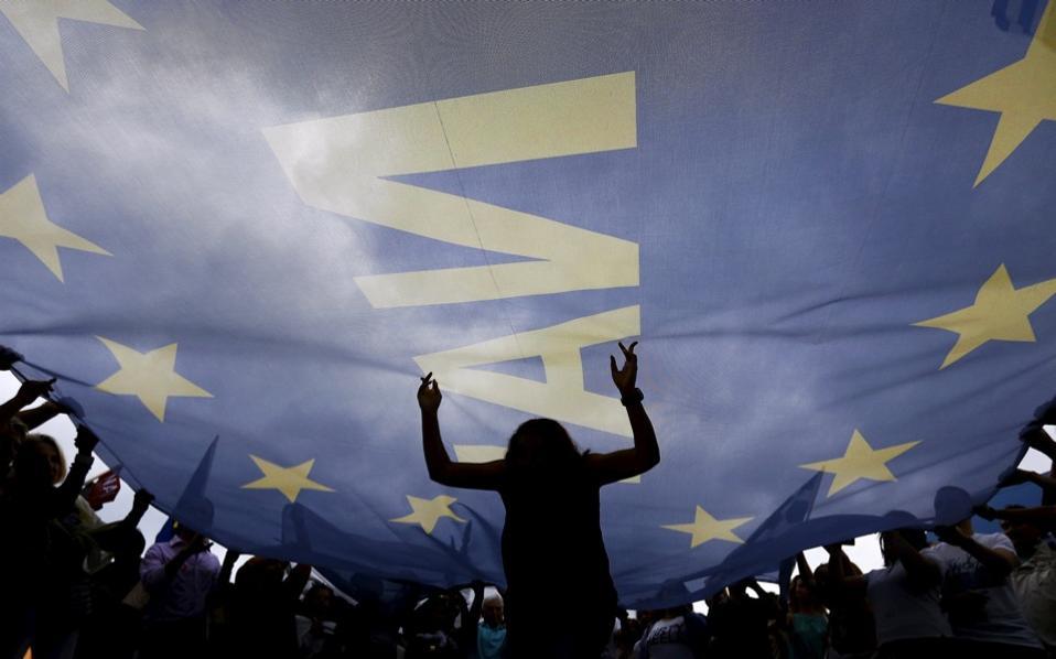protesters_euroflag_web