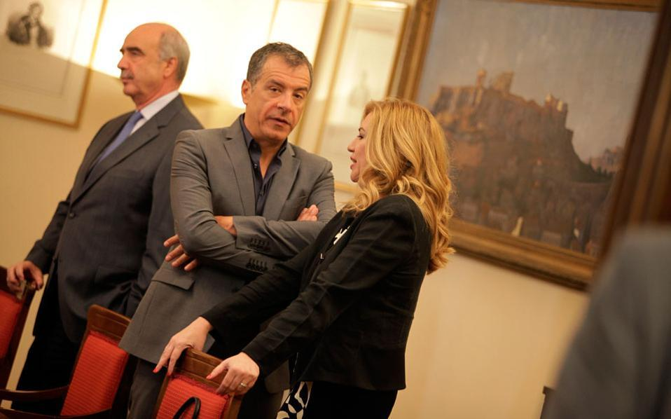 Interim New Democracy head Vangelis Meimarakis, left, To Potami chief Stavros Theodorakis and PASOK leader Fofi Gennimata at the Presidential Mansion on Monday.