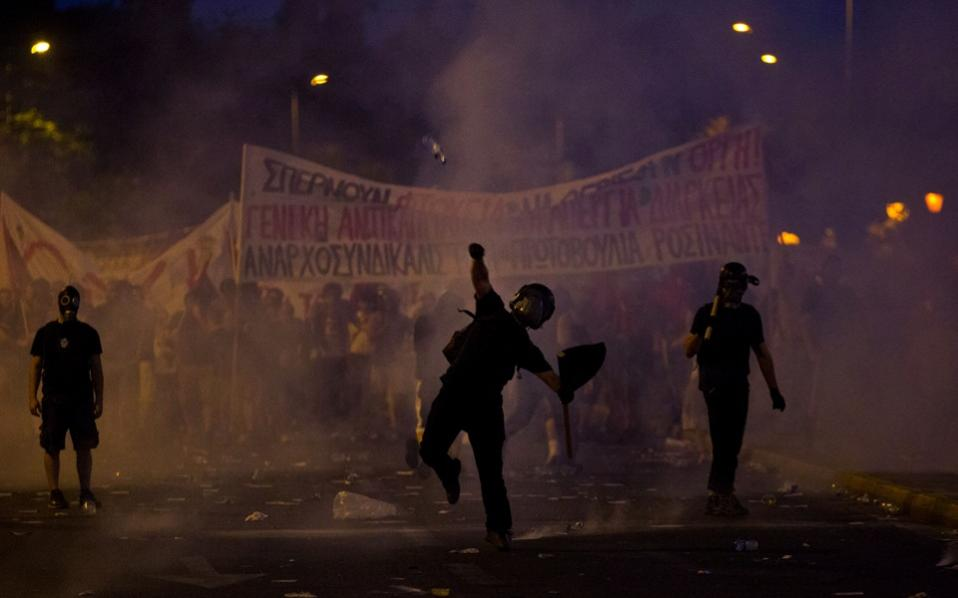riots_parliament_web