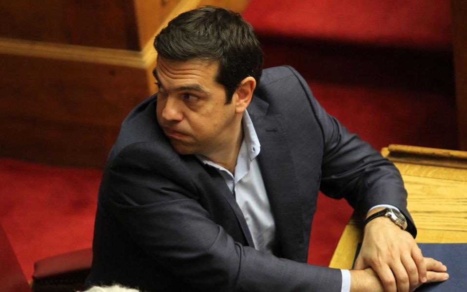 tsipras_parlt_lookovershoulder