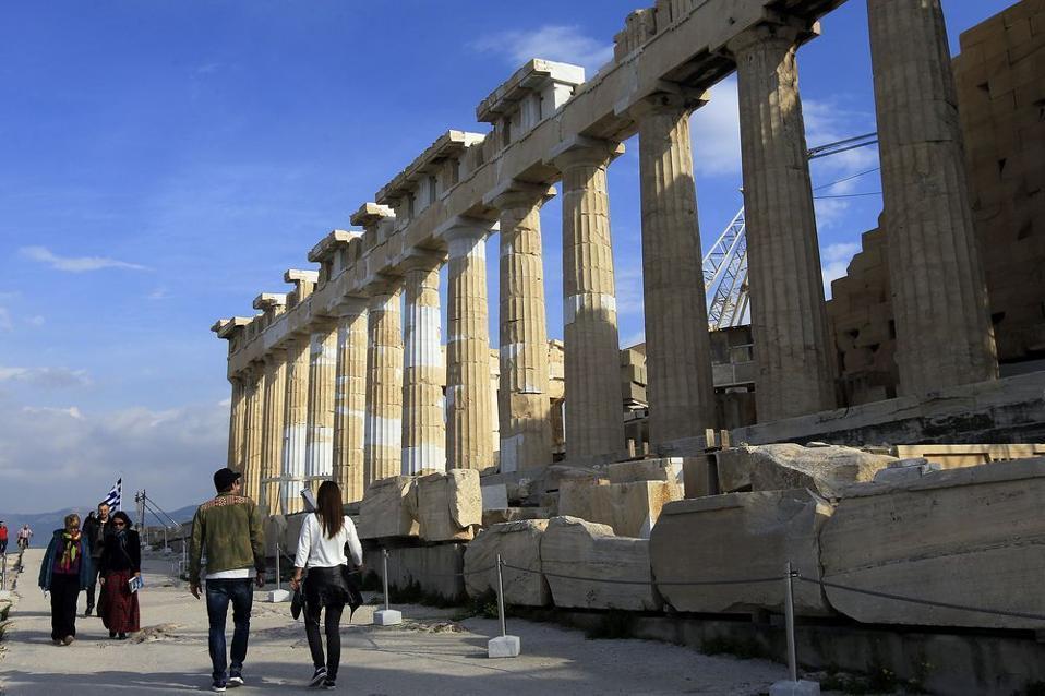 acropolis_tourists--2-thumb-large