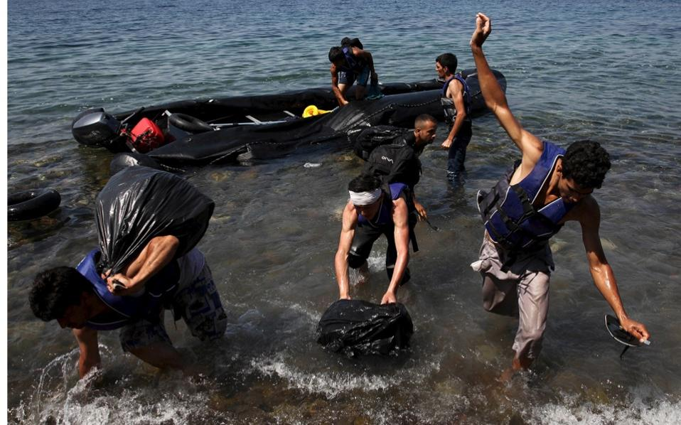 dinghy_migrants_web