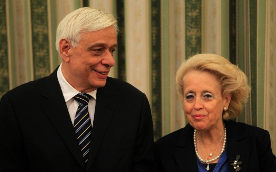 Greek President Prokopis Pavlopoulos and caretaker Prime Minister Vassiliki Thanou at the Presidential Mansion on Friday.