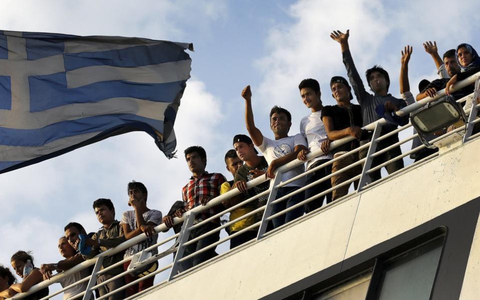 refugees_greekflag_web