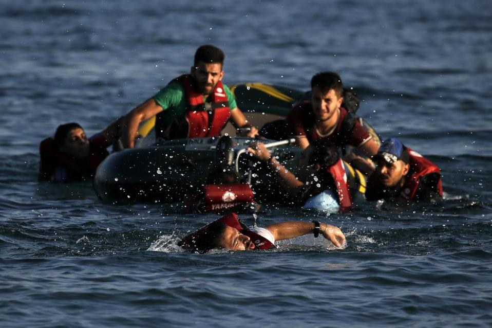 refugeeskos_swimming_web