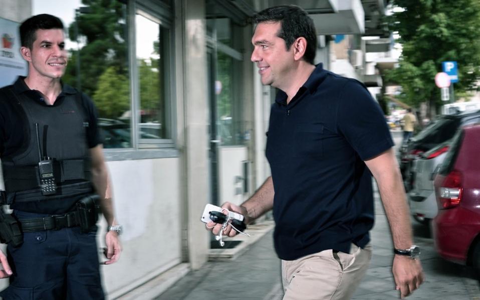 tsipras_policeman_web