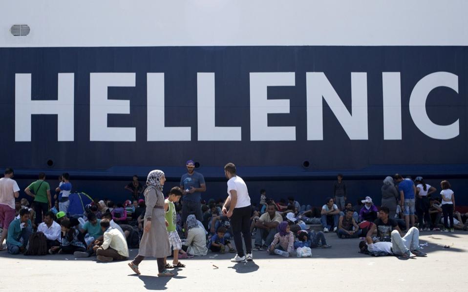 refugees_boat_hellenic_web