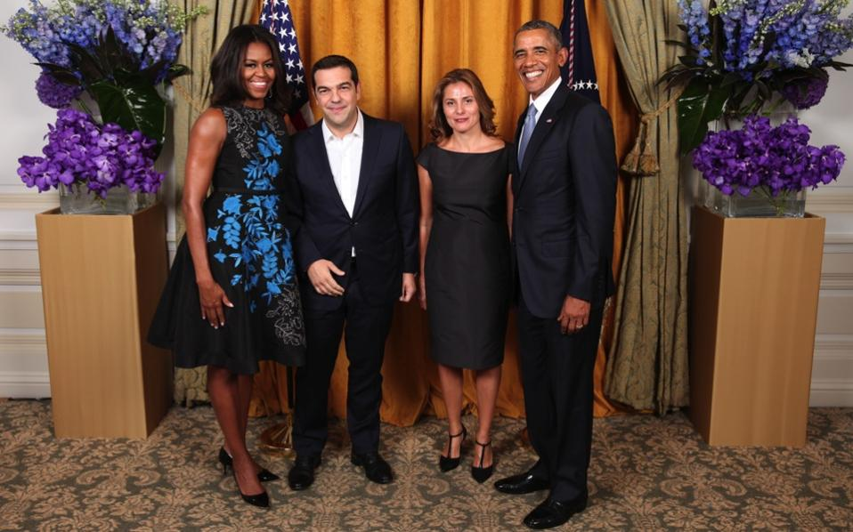 ¿Cuánto mide Alexis Tsipras? - Real height Tsipras_obama_wives_web-thumb-large