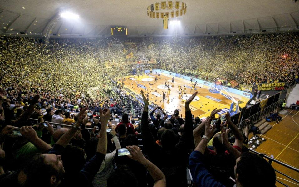 Aris beats winless paok in thessaloniki 39 s basketball derby for Paok salonique basket