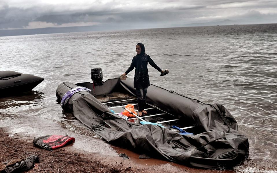 refugee_dinghy_lesvos_web