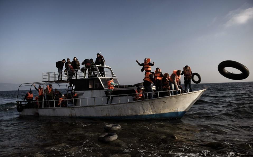 refugees_lesvos_boat