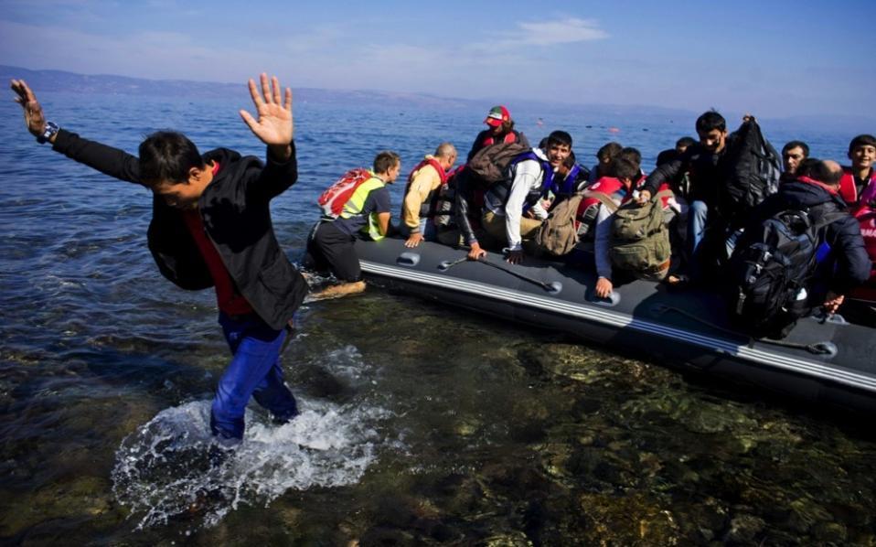 Bad weather slowed refugee flow to Greece in November, UN