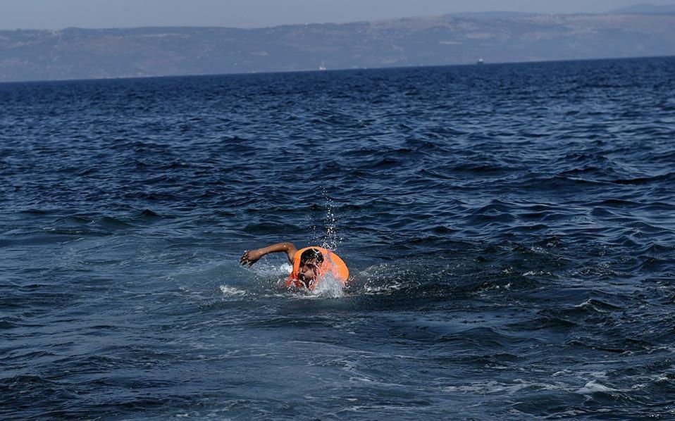 migrants_swimming_web