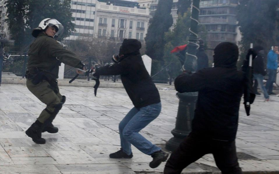 Police fire teargas as tempers flare over pensions, RENEE MALTEZOU & LEFTERIS PAPADIMAS | Kathimerini