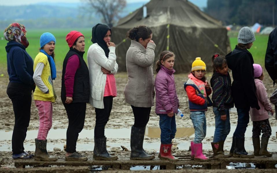 Yunan adalarındaki kamplarda insan onuru aşağılanıyor