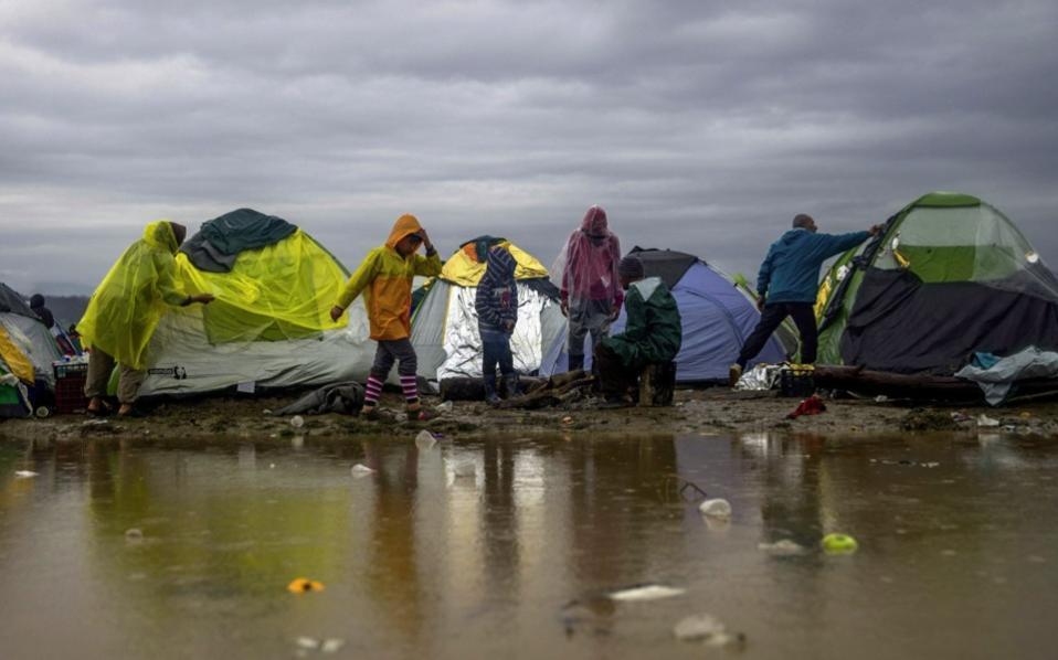 refugees_stuck_idomeni-thumb-large--2