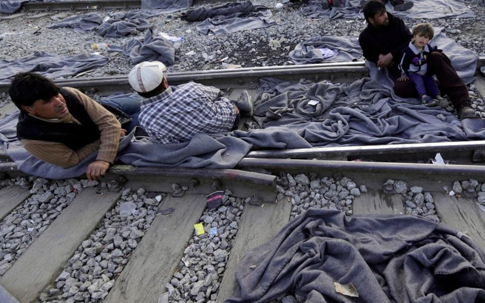 refugees_traintracks