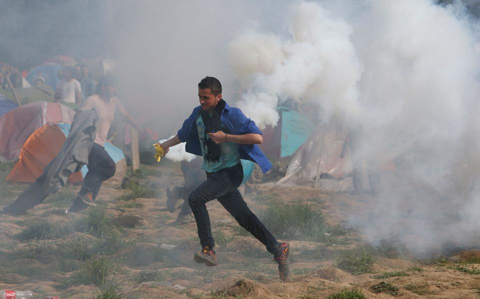 idomeni_teargas_web--2