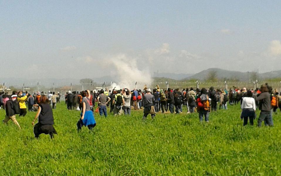 idomeni_teargas_web