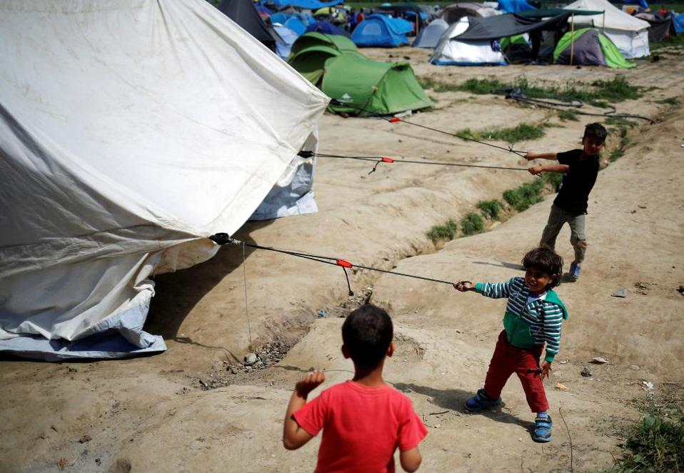 migrants_kids_web
