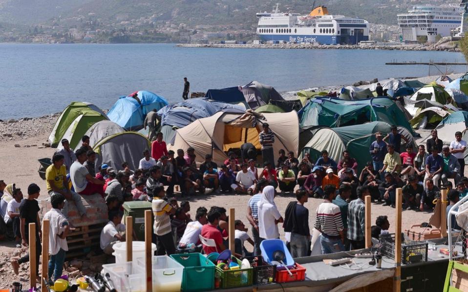 refugees_mytelene_port