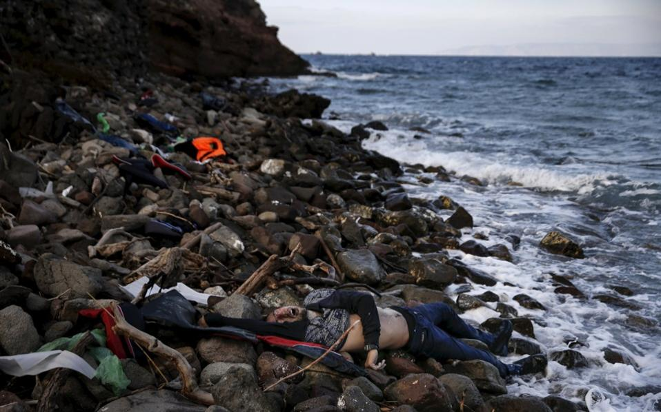 The body of an unidentified migrant is seen on a beach after being washed ashore, on the Greek island of Lesvos, November 7, 2015. [Alkis Konstantinidis]