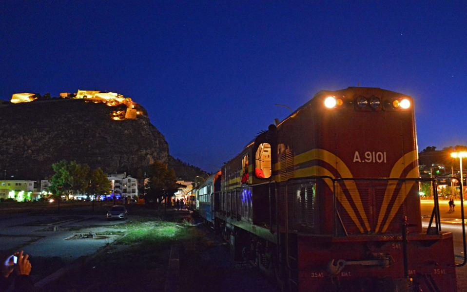 train_at_night_web
