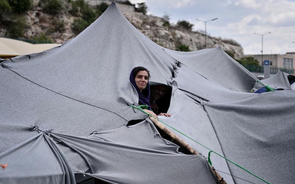 migrant-camp-piraeus-web