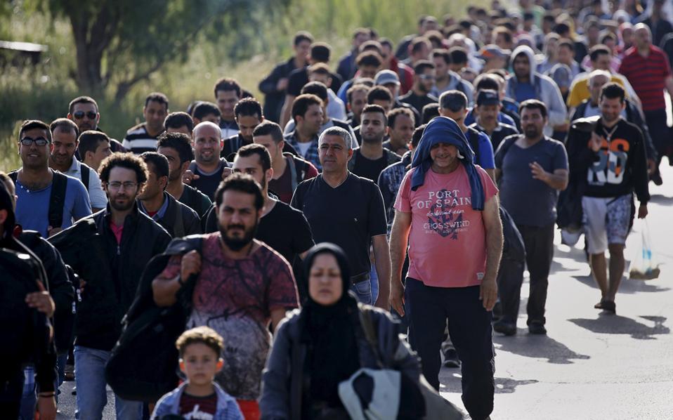 migrants_walkingjpg