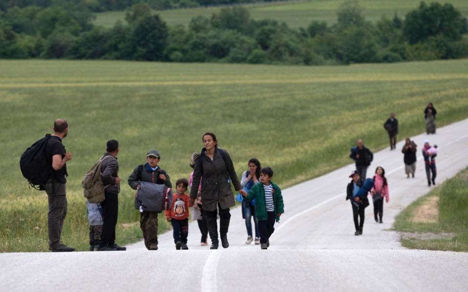 migrants_road