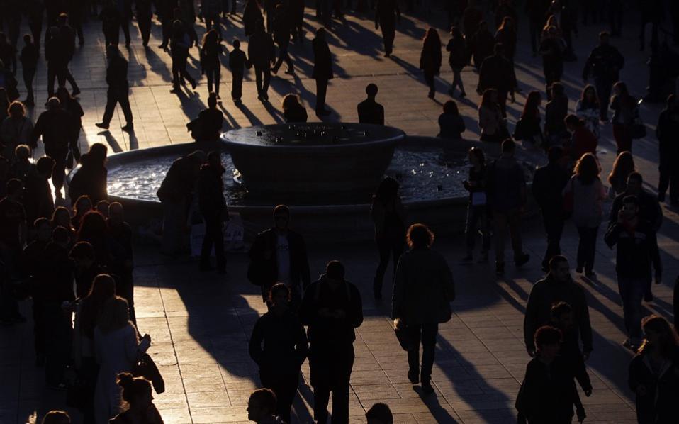 syntagma_shadows