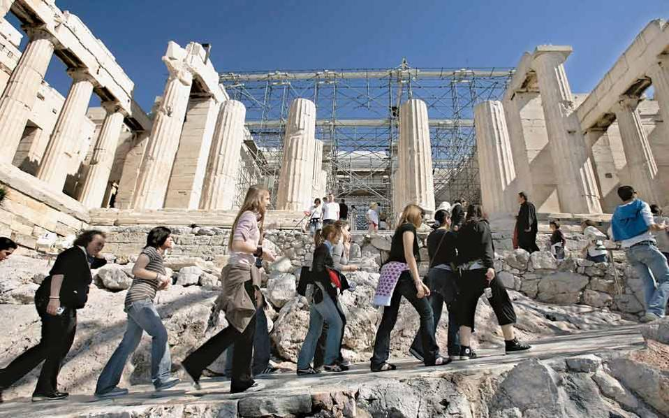 tourists_on_acropolis_web