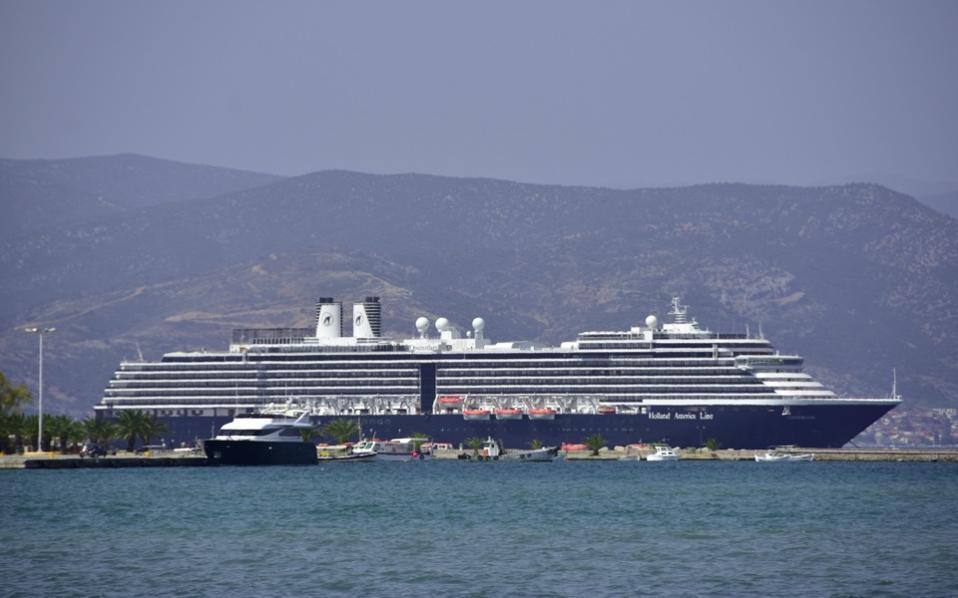 cruise_ships_nafplio_web
