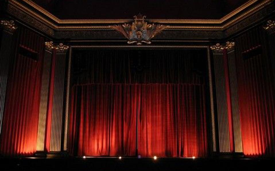 nationaltheatercurtain