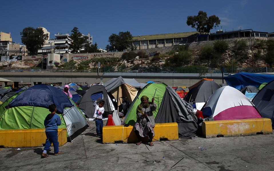 piraeus_migrants