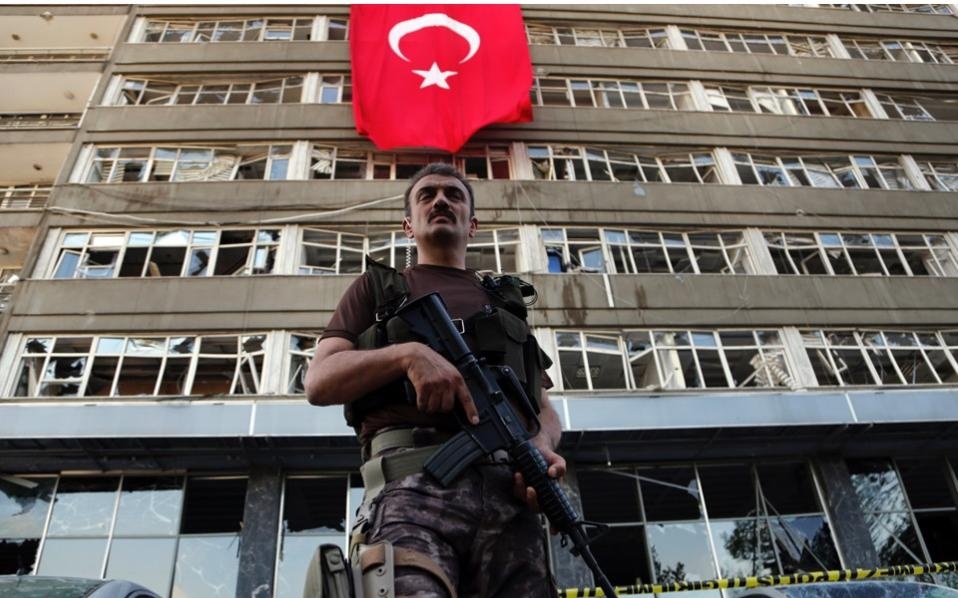 Lawyer: 8 Turkish military personnel being sent to Athens