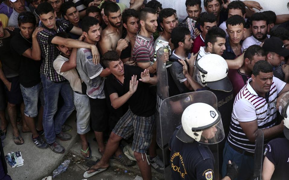 refugees_kos_police_web