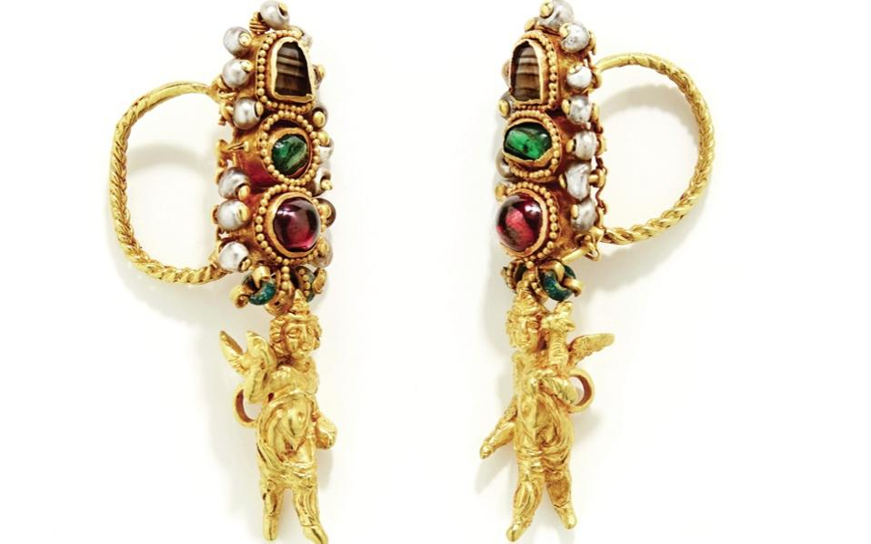 Gold cupid earrings with semi-precious stones, made on Delos, late 2nd to early 1st century BC.