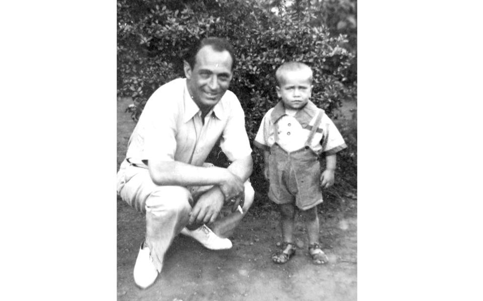 David Barzilay with his uncle Jacques Barzilay in August 1945, in Thessaloniki.