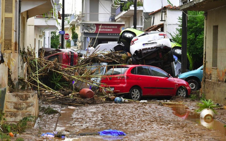 flooding_kalamata_cars