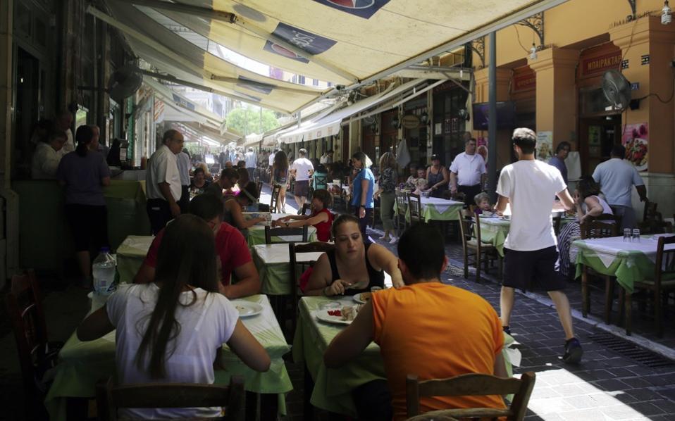 tourists_restaurant_web